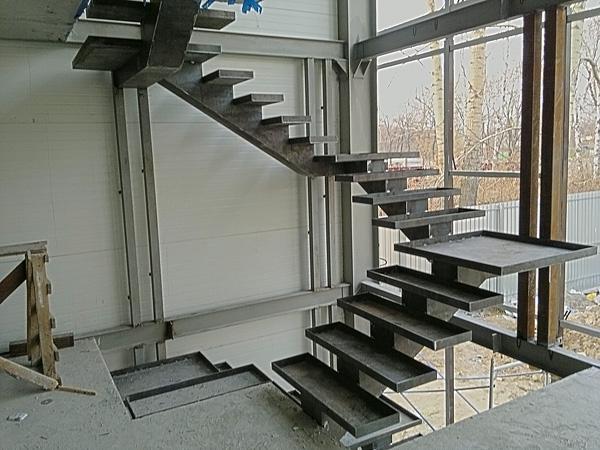 Металлическая лестница на второй этаж своими руками 42