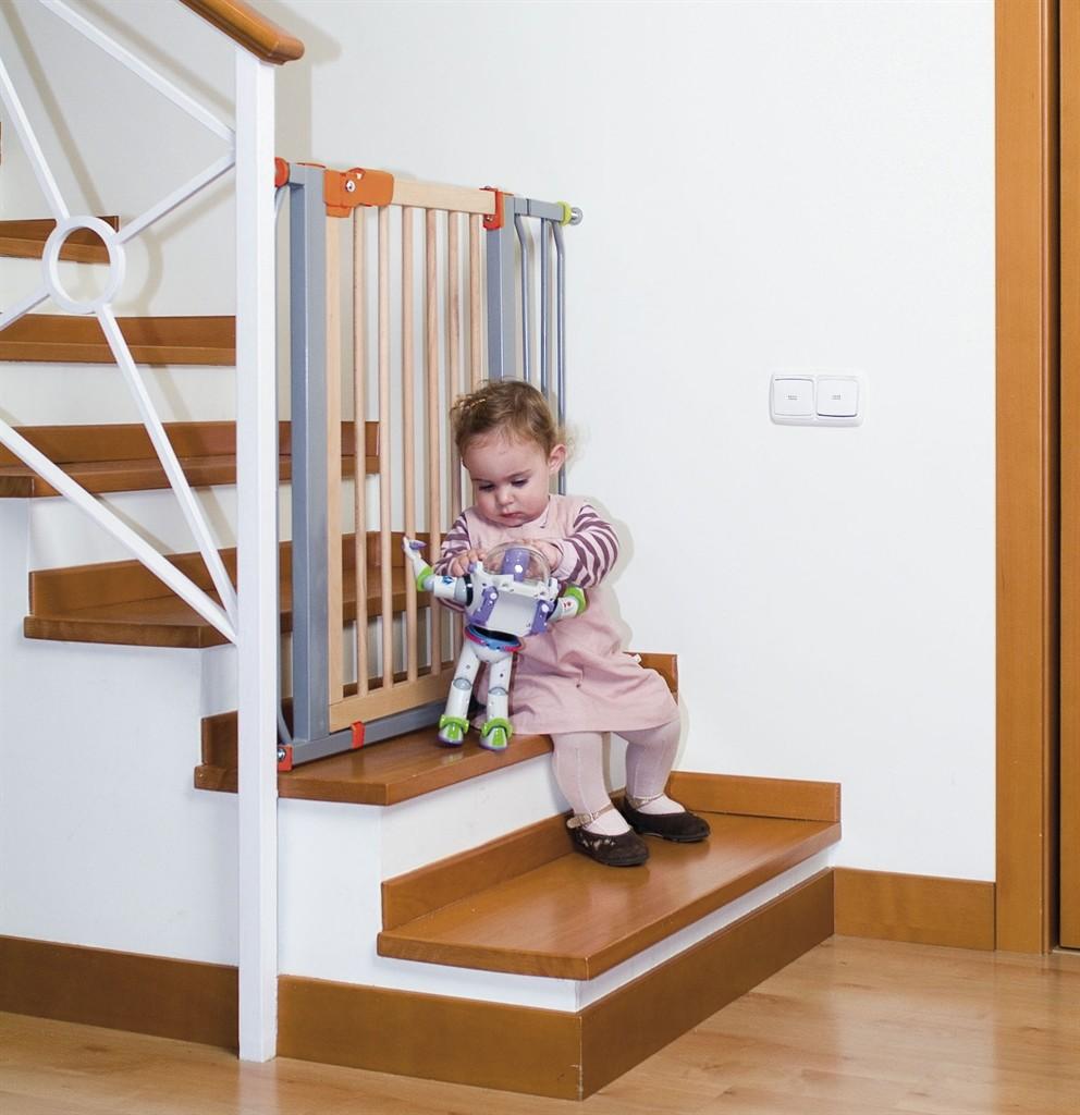 Как обезопасить лестницу для ребенка своими руками