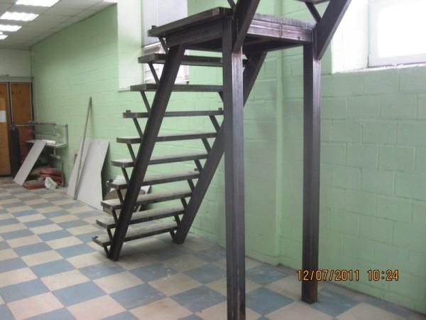 Лестницы из профильных труб